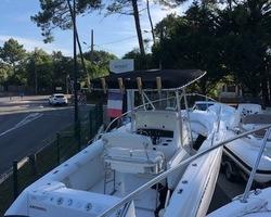 Boston Whaler 240 Outrage - 2 x 150 cv Mercury EFI